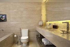 Apartamento Tendence Campo Belo II (Duplex 300 m²) / Patricia Kolanian Pasquini @kolanianpasquin #banheiro #bathroom #lighting #wall #marble #travertino