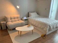 170 delicate tiny apartment design ideas that are so inspiring 1 Room Design Bedroom, Small Room Bedroom, Room Ideas Bedroom, Home Room Design, Home Bedroom, Bedroom Decor, Bedrooms, Deco Studio, Small Room Design