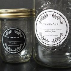 Grab this free downloadable mason jar labels - perfect for your mason jar gifts or DIY wedding favors!