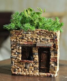 Check out this Fairy House Flower Pot by T .-Schau dir diese an! Fairy House Flower Pot von Top Collection – Paalu Hamie Style – Diy Look at this on! Fairy House Flower Pot from Top Collection – Paalu Hamie Style – - Garden Crafts, Garden Projects, Garden Ideas, Diy Crafts, Fairy Garden Houses, Fairy Gardening, Container Fairy Garden, Fairy Garden Plants, Fairies Garden