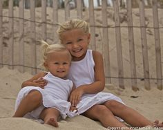 Robert Leeshock Photography   Sisters on the beach!