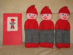 Knitted Dolls, Knitted Hats, Christmas Crafts, Christmas Ornaments, Easy Knitting, The Elf, Beanie, Textiles, Toys