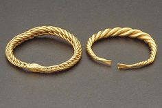 Two Viking arm rings of solid gold was found an early December morning in 1923 when a young farmhand took the horse out and started to plow a field. And there they where, down in the soil, a very rare finding.