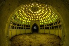 Underwater conservatory/smoking room. [OS] [1600 x 1067]. : AbandonedPorn
