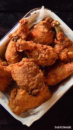 The only fried chicken recipe you'll ever need. videos recipes for dinner chicken Best-Ever Fried Chicken Fried Chicken Recipes, Black People Fried Chicken Recipe, Raising Canes Chicken Recipe, Simple Fried Chicken Recipe, Jamaican Fried Chicken Recipe, Chinese Fried Chicken Wings, Fried Ribs Recipe, Fried Chicken Marinade, Cast Iron Fried Chicken