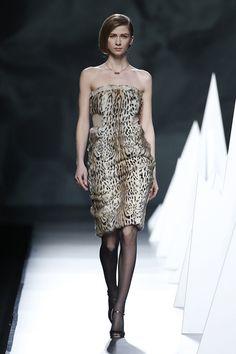 Julieta Álvarez, docente y exalumna de IED Moda Lab Madrid y del Máster de Diseño Textil y de Superficies, diseñadora de joyas que aparecen en el desfile de Ion Fiz.