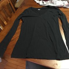 Long sleeve tshirt Black long sleeve shirt from kohls, size XL in juniors, great condition, smoke free home SO Tops Tees - Long Sleeve