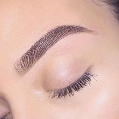 Eyebrow care photos The thin eyebrows of the pens fall behind the days. Today women are targeting thick and slightly bushy eyebrows. Eyebrows Goals, Thin Eyebrows, How To Grow Eyebrows, Natural Eyebrows, Eyebrows On Fleek, Perfect Eyebrows, Straight Eyebrows, Best Eyebrows, Arched Eyebrows