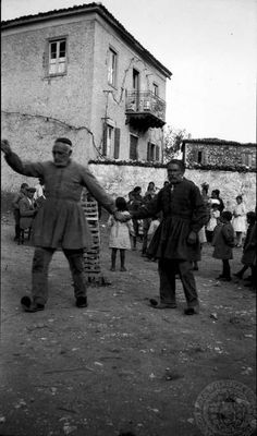 Vintage Pictures, Old Pictures, Greece History, The American School, Greece Pictures, Greece Map, University Of South Florida, Greek Culture, Folk Dance