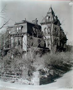 Second Empire Wheelock House, 661 West Street, Manhattan. Abandoned Buildings, Abandoned Property, Old Abandoned Houses, Abandoned Castles, Old Buildings, Abandoned Places, Old Houses, Spooky Places, Haunted Places