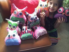 Love this non-pattern stuffed owls!! So easy, all with scraped fabric,and ruff edges!!