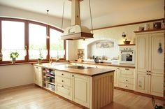 Rustykalna kuchnia, kuchnia w stylu rustykalnym, drewniana kuchnia, wiejska kuchnia. Zobacz więcej na: https://www.homify.pl/katalogi-inspiracji/29883/8-kuchni-w-8-roznych-stylach