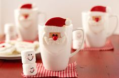Santa cookies that hang on a cup are sugar cookies decorated with royal icing. This tutorial will make Santa the topic of conversation this holiday season. Santa Cookies, Galletas Cookies, Xmas Cookies, Cute Cookies, Cupcakes, Cupcake Cookies, Sugar Cookies, Christmas Sweets, Christmas Goodies