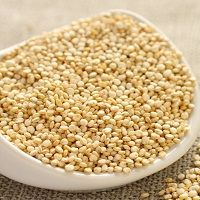 Quinoa is a very healthy grain. In this article, I explain 27 EVIDENCE-BASED health benefits of quinoa. High Protein Recipes, Healthy Soup Recipes, Healthy Protein, Protein Snacks, Quinoa Health Benefits, Pancakes Protein, Protein Dinner, Quinoa Cookies, Low Carb Vegetables
