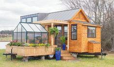 Esta pequeña casa cuenta con sólo 30 m2 y tiene hasta un invernadero – su interior no te defraudará.