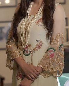 Pakistani Bridal Dresses, Pakistani Dress Design, Pakistani Outfits, Indian Outfits, Embroidery Suits Punjabi, Embroidery Suits Design, Embroidery Fashion, Hand Embroidery, Embroidery Designs