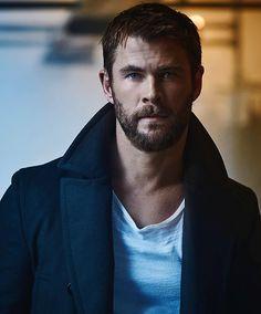 Hollywood Actor, Hollywood Stars, Hollywood Celebrities, Snowwhite And The Huntsman, Hemsworth Brothers, Chris Hemsworth Thor, Australian Actors, Man Thing Marvel, Marvel Actors