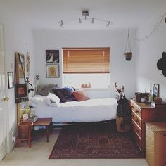 Instagram media hippyaya - Sometimes I tidy, sometimes 🙌 #home #bedroom #hippy #decor #vintage