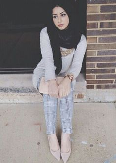 Pinned via Nuriyah O. Modest Wear, Modest Outfits, Casual Outfits, Muslim Girls, Muslim Women, Abaya Fashion, Modest Fashion, Moslem Fashion, Hijab Look