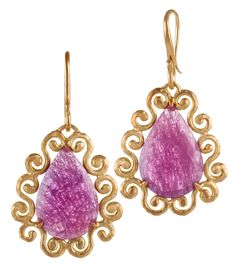 Pink sapphire in 18kt yellow gold curly frame earrings