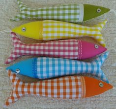 Handmade traditional Portuguese sardines in fun, contemporary fabrics. Cute Sewing Projects, Sewing Crafts, Fish Crafts, Crafts To Make, Handmade Decorative Items, Fabric Fish, Contemporary Fabric, Fabric Purses, Orange And Turquoise