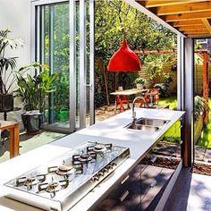 #cozinha #kitchen #kitchengourmet #garden #nature #green #hortaemcasa #agenteama #interiordesign #interiorism #casaqueacolhe #casacomalma #detalhesquefazemumlar #ideas #aqinteriores