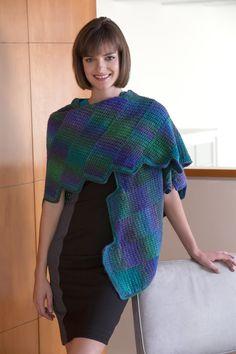 Amará ver las hermosas tonalidades que aparecerán a medida que vaya tejiendo el diseño de esta bufanda. Está tejida a gancho en tiras, pero cada tira se une a la anterior de forma hábil mientras se va...