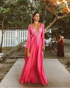 @thassianaves sempre maravilhosa...Arrasando neste look festa de casamento #thassianaves #thassiastyle #moda #fashionista #looksdodia #looks #style #modafeminina #vestidos #wedding #vestidosdefesta #weddingdress