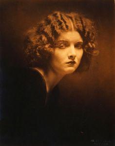 """Miss-Flapper: """"Myrna Loy photographiée par Henry Waxman, 1924"""""""