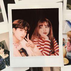 >> Suga e Lisa << Bts Suga, Foto Jungkook, Couple Aesthetic, Film Aesthetic, Lisa Black Pink, Kpop Couples, Bts Imagine, Blackpink And Bts, Bae