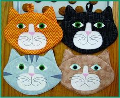 Placemat Pattern - Allie Cats Pot Holders or Mug Rugs Más Mug Rug Patterns, Quilt Patterns, Sewing Patterns, Fabric Crafts, Sewing Crafts, Quilted Potholders, Techniques Couture, Cat Quilt, Cat Pattern