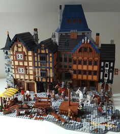 May 1431 and the workers are busy in the Market square. Lego Polizeistation, Lego Army, Legos, Lego Moc, Lego Batman, Lego Christmas Village, Lego Winter Village, Lego Burg, Lego Boards