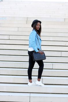 Hamburg Blogger #emmabrown showing a fresh and clean combo incl. the munda:rt Sneaker TXL! http://emmabrwn.com/blue-leatherjacket-plus-black-jeans/