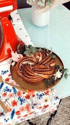 b.a.b.i.k.a • Pôvodný zvuk Birthday Cake, Desserts, Food, Tailgate Desserts, Deserts, Birthday Cakes, Essen, Postres, Meals