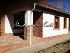 Rusticana - Szenvedélyünk a szeletelt tégla . Porch Garden, Garage Doors, Sweet Home, House Design, Outdoor Decor, Home Decor, Prefab Homes, Decoration Home, House Beautiful