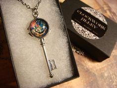 Harry Potter Houses Key | Necklace in Antique Silver Always Harry Potter, Slytherin Harry Potter, Harry Potter Jewelry, Harry Potter Houses, Harry Potter Diy, Skeleton Key Necklace, Charm Jewelry, Unique Jewelry, Matching Rings