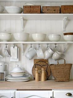 Home Shabby Home:Nordic Interior: touches of black, white background Kitchen Interior, New Kitchen, Kitchen Dining, Kitchen Decor, Country Kitchen, Nordic Interior, Kitchen Ideas, Cozinha Shabby Chic, Swedish Farmhouse