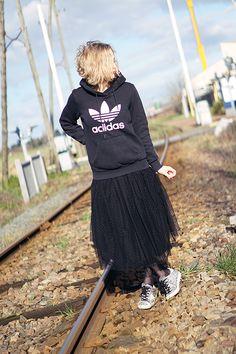 #adidasSweater#SweaterAdidas#lookdecale#fashionblog#modenmarie#sweatAdidas Adidas, Hipster, My Style, Outfits, Fashion, Tutu Skirts, Hoodie Sweatshirts, Fashion Ideas, Outfit
