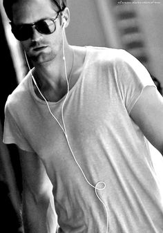 skarsgard in aviators and a white t-shirt. can this get any hotter?!