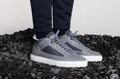 ETQ Amsterdam Spring/Summer 2016 Part Six minimalist designs released in 45 styles. Shoes Too Big, Fancy Shoes, Designer Trainers, Designer Shoes, Grey Sneakers, Sneakers Nike, Mens Boots Fashion, Dope Fashion, Shoes Ads