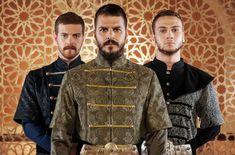 Fiii lui Suleyman: Mustafa(in mijloc),Selim (stanga ) ,Bayezit (dreapta ) Turkish Men, Turkish Actors, M Wallpaper, Movie Costumes, Ottoman Empire, Story Inspiration, Men Dress, Movie Tv, Military Jacket