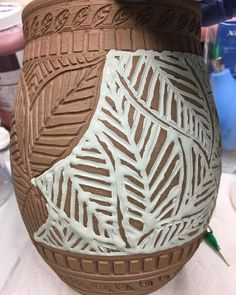 """""""Mi piace"""": 176, commenti: 17 - Pamela Johnson-Howe (@northwindpottery) su Instagram: """"Inlaying glaze into the carvings. Once dry, I will scrape the excess from the surfaces. Tedious,…"""""""