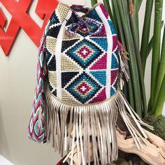 Loving these geometrical patterns!  #LuxuryWithAPurpose #GypsyChila #BeBoldFeelHappyGiveBackLookFab #Luxchilas  More details info@luxchilas.com ✨