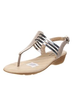 Sandalia Plateada Modare - Comprá Ahora   Dafiti Argentina Girls Sandals, Flat Sandals, Women's Shoes Sandals, Wedge Heels, Flat Shoes, Cute Shoes, Me Too Shoes, Face Jewellery, Shoe Display