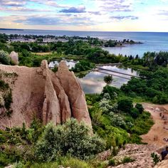 The Scarborough Bluffs — Little Pink Passport Toronto Vacation, Toronto Travel, Places To Travel, Places To See, Scarborough Bluffs, Hiking Photography, Visit Canada, Canada Holiday, Day Hike
