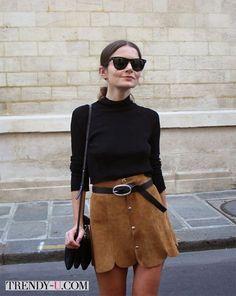 Черная водолазка и замшевая юбка