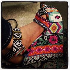 Lucy Hale's shoes. WANT.