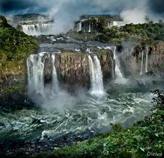Iguazu Falls on the border of Brazilian state Paraná and Argentine province Misiones. Photo by Domingo Leiva