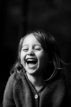 Funny Quotes - The Best Way to Beat the Stress Happy Smile, Smile Face, Make Me Smile, Black And White Portraits, Black And White Photography, Beautiful Smile, Beautiful Children, Children Photography, Portrait Photography