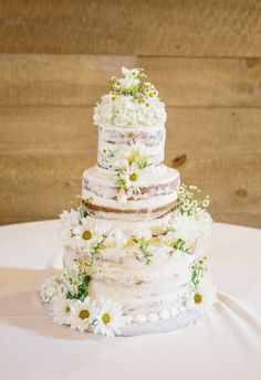Yes to naked cakes covered in daisies // Natalie Elyse Photography
